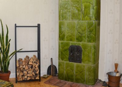 Moss-green tiled stove