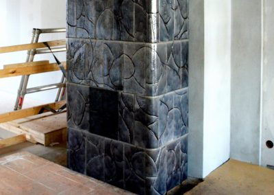Free-standing gray tiled stove