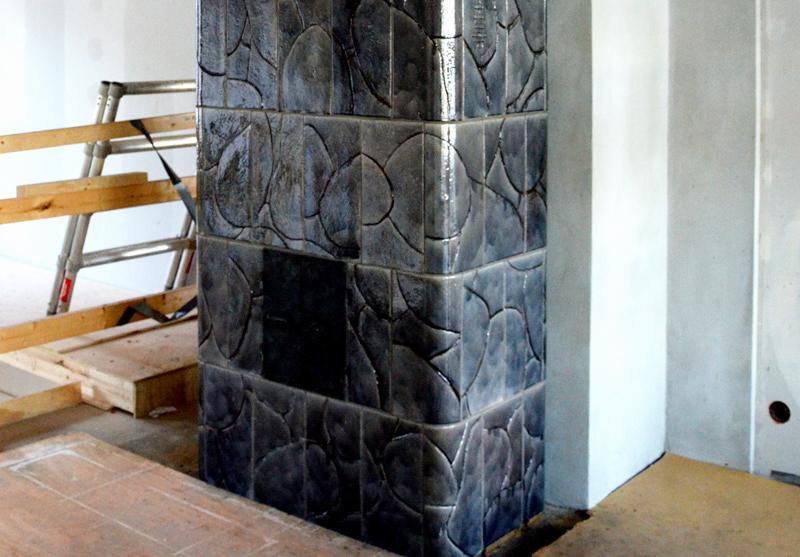 Free-standing gray tiled stove